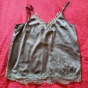 🌱H&M Olive green Top with lace